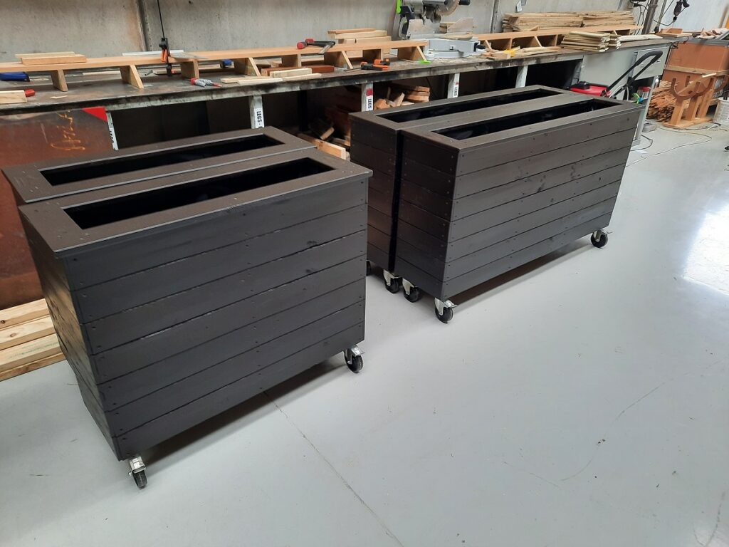 planter box wheels 1